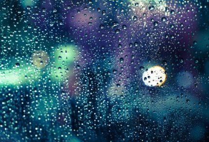 rain-drops-on-the-window_1339-7317
